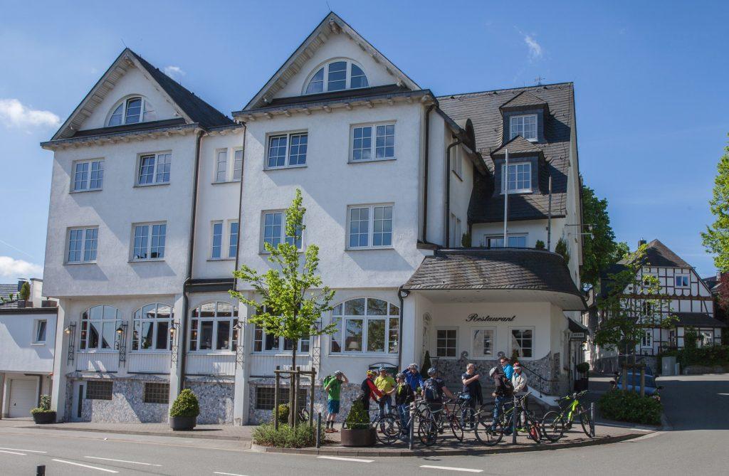 Hotel Rech Aussenansicht-17-122